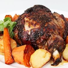 Roast Lamb Dinner, usually served with Mint Sauce, Rosemary and vegetables. This is a typical Sunday roast lunch for many Australians. Aussie Food, Australian Food, Australian Recipes, Cooking For Dummies, Rosemary Recipes, Lamb Dinner, Mint Sauce, Lamb Recipes, Uk Recipes