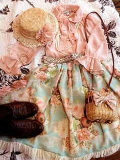 Perfect outfit. Lolita, but with a summer picnic flare.