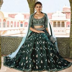 Want to flaunt your traditional looks? Check out these trending but traditional Gota Patti Lehenga Designs for Weddings. Lehenga Designs, Indian Bridal Outfits, Indian Dresses, Indian Reception Dress, Wedding Reception, Gota Patti Lehenga, Lehenga Color Combinations, Patiala Salwar, Anarkali