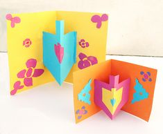 Lovely, easy craft. Compare to dreidel template in our free e-newsletter for another approach. Sign up at www.JewishHolidaysInABox.com http://creativejewishmom.typepad.com/.a/6a011570601a80970b017d3e37521b970c-pi