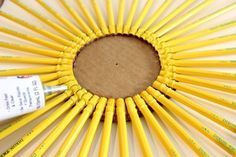 Make a wreath with pencils, a chalkboard and a yard stick to decorate for back to school or to give as a teacher-appreciation gift. Teacher Appreciation Gifts, Teacher Gifts, School Yard Signs, Pencil Wreath, School Wreaths, Yard Sticks, Diy Wreath, Wreath Ideas, Classroom Crafts
