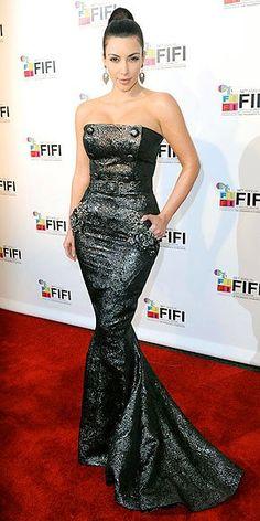 Kim Kardashian in Zuhair Murad @ 2010 FiFi Awards Celebrity Gowns, Celebrity Red Carpet, Celebrity Style, Kardashian Photos, Kardashian Style, Kardashian Fashion, Elie Saab, Zuhair Murad Dresses, Hollywood Red Carpet