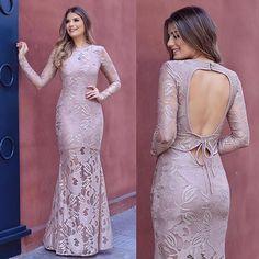Coleção de final de ano @talguistore cheio de vestidos deusos para as festas!  Que tal esse nude longo de renda?! ❤️ Eu amei!