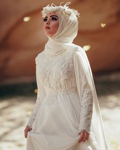 You can find different rumors about the real history of the marriage dress; tesettür First Narration; Muslim Wedding Gown, Muslim Wedding Dresses, Muslim Brides, Wedding Hijab, Muslim Dress, Wedding Bridesmaids, Wedding Attire, Boho Wedding, Bridal Dresses