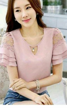 22 Ruffle Blouses To Update You Wardrobe #blouse  #chiffon  #blusas  #chiffonblouse