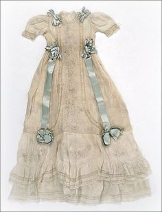 larger image of the Edwardian christening #1 gown, ca. 1900 ... photo courtesy the Metropolitian Museum of Art costume collection