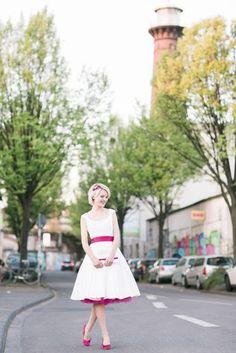 Brautkleid kurz, rockabilly 50er Jahre (Foto: Le Hai Linh)