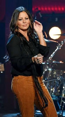 Country Female Singers, Country Music Artists, Country Music Stars, Megyn Price, Sara Evans, Celebs, Celebrities, Brunette Hair, Country Girls