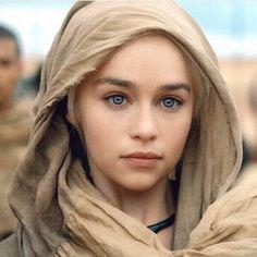 Emilia Clarke Daenerys Targaryen GoT-Game of Thrones . - Game Of Thrones Emilia Clarke Daenerys Targaryen, Daenerys And Jon, Game Of Throne Daenerys, Khaleesi, Game Of Thrones Images, Arte Game Of Thrones, Game Of Thrones Facts, Game Of Thrones Funny, Emilie Clarke