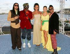 Pin for Later: Voilà Ce à Quoi Ressemblaient les MTV VMAs Il y a 10 Ans Alicia Keys Avait Posé Avec les Black Eyed Peas