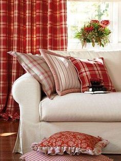 New living room desgn red cottage style Ideas White Cottage, Cottage Style, Deco Champetre, Vibeke Design, Red Rooms, White Decor, Country Decor, Country Living, Feng Shui