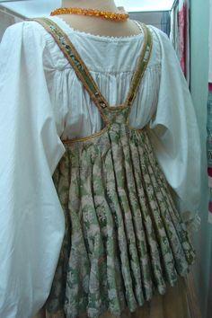 Russian Sarafan Pattern Crafty t Patterns Sewing ideas Folk Fashion, Ethnic Fashion, Fashion Design Classes, All Jeans, Ethnic Dress, Russian Fashion, Folk Costume, Historical Clothing, Traditional Dresses