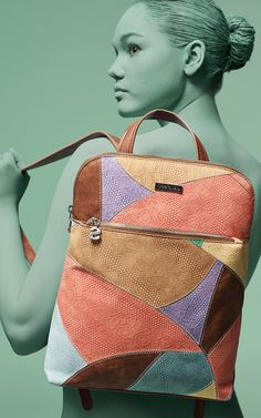 Desigual Women's backpack with embossed leather-effect PU in pastel tones. This bagpack would be ideal to fit in your necessary belongings and easily can replace your bag. Leather Bag Design, Leather Fanny Pack, Diy Handbag, Boho Bags, Handmade Handbags, Quilted Bag, Vintage Bags, Backpack Bags, Fashion Bags