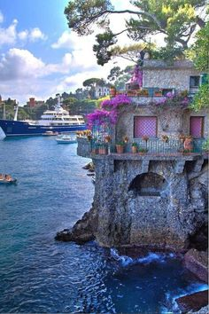 If you know a little Italian, you may want to visit the beautiful country of Italy on your own. Try one of the guided tours of Italy offered by many services. Vacation Places, Dream Vacations, Vacation Spots, Places To Travel, Beautiful Places To Visit, Wonderful Places, Great Places, Places To See, Places Around The World