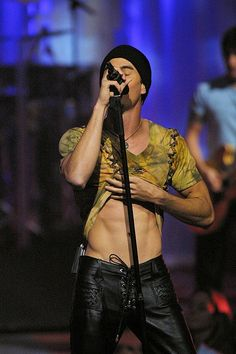 Enrique Iglesias in Leather. YEEEEESSSSSSSSSSSSSSSSS!!!!