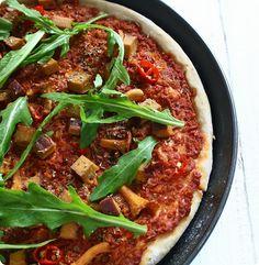 Pizza mit Pfifferlingen, Räuchertofu und Ruccola - The Vegetarian Diaries
