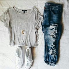 All year round outfit // white converse // moon pendant // steped tee // black and white // destroyed ripped blue jeans // denim // outfit