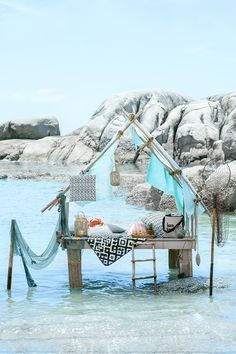 Embrace that summer spirit, pack it up and take it outside!   H&M Home