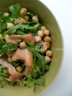 nsalata salmone rucola e ceci ✫♦๏☘‿FR Oct ༺✿༻☼๏♥๏写☆☀✨ ✤ ❀‿❀ ✫❁`💖~⊱ 🌹🌸🌹⊰✿⊱♛ ✧✿✧♡~♥⛩ ⚘☮️❋ Healthy Salmon Cakes, Healthy Salmon Recipes, Clean Eating Salmon, Seared Salmon Recipes, Italy Food, Light Recipes, Healthy Baking, Italian Recipes, Italian Meals