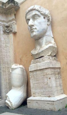 Ook dit absurd grote standbeeld bij het Capitolijnse Museum.