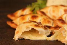 Roquefort Snack Recipes, Snacks, Empanadas, Chips, Food, Socialism, Snack Mix Recipes, Appetizer Recipes, Essen
