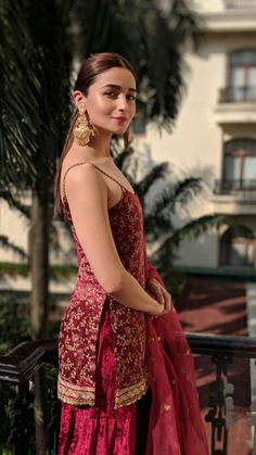 21 Alia Bhatt dresses that are perfect for millennial bridesmaids! Indian Attire, Indian Wear, Indian Style, Red Indian, Indian Ethnic, Indian Designer Outfits, Designer Dresses, Pakistani Dresses, Indian Dresses