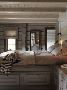 Fantastic Rustic Cabin Bedroom Decorating Ideas 41 on Home Inteior Ideas 6584 Up House, Cozy House, Cabin Paint Colors, Home Bedroom, Bedroom Decor, Bedroom Storage, Log Home Decorating, Decorating Ideas, Interior Exterior