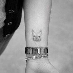 Single needle french bulldog portrait tattoo on the inner forearm. Single needle french bulldog portrait tattoo on the inner forearm. Mommy Tattoos, Dog Tattoos, Mini Tattoos, Cute Tattoos, Body Art Tattoos, Small Tattoos, Tatoos, Tattoo Bulldog, French Bulldog Tattoo