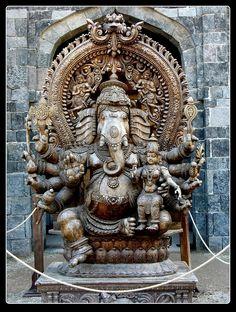 Lord Ganesha Sculpture in a temple Arte Ganesha, Shri Ganesh, Krishna, Ganesha Pictures, Ganesh Images, Sri Yantra, Ganesh Lord, Buddha, India Art