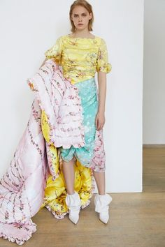 Preen by Thornton Bregazzi Resort 2019 Fashion Show Collection: See the complete Preen by Thornton Bregazzi Resort 2019 collection. Look 33 Diy Fashion, Runway Fashion, Fashion News, Womens Fashion, Fashion Trends, Fashion Edgy, Fashion Black, Fashion Inspiration, High End Fashion