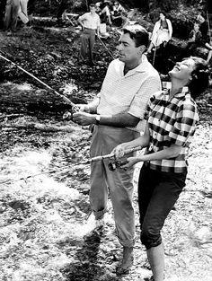 Gregory Peck y Ava Gardner en el set de 'La hora final' (Stanley Kramer, Old Hollywood Movies, Old Hollywood Stars, Hollywood Actor, Golden Age Of Hollywood, Vintage Hollywood, Classic Hollywood, Hollywood Party, Gregory Peck, Ava Gardner