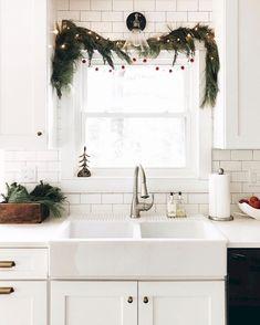 Modern Minimalist Christmas Home Decor Ideas (6)