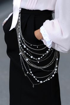 Chanel - multi-strand necklace from front to back, beautiful
