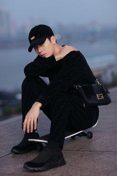 Fendi Man himself, Jackson Wang, is officially launching a capsule collection with the brand. The Fendi Jackson Wang menswear line is creative directed by Silvia Venturini Fendi. Youngjae, Bambam, Jyp Got7, Kim Yugyeom, Got7 Jackson, Jackson Wang, Jinyoung, K Pop, Korean Variety Shows