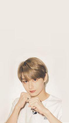 Stop hurting my girl or else i'll punch you😂 Jeonghan, Woozi, Seventeen Junhui, Won Woo, Wen Junhui, Seventeen Wallpapers, Child Actors, Pledis Entertainment, Seungkwan
