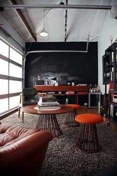 Mid century modern Office design Ideas | see more inpiring articles at http://www.delightfull.eu/en/inspirations/