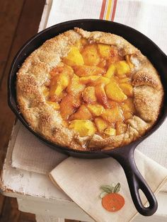 21 cast iron skillet desserts - this one is Rustic Spiced Peach Tart with Almond Pastry Cast Iron Skillet Dessert Recipe, Iron Skillet Recipes, Cast Iron Recipes, Brownie Desserts, Köstliche Desserts, Delicious Desserts, Dessert Recipes, Dessert Healthy, Dinner Recipes