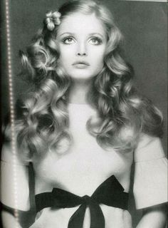 bf1f4ca4a85 Vogue 1970 1970s Hairstyles