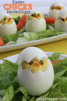 So fun, cute and easy. We have added these to the Easter Dinner Menu. These Easter Chicks Deviled Eggs are going to be the talk at the Easter dinner table this year. I can feel it. How could everyone not find these dev Easter Deviled Eggs, Deviled Egg Chicks Recipe, Ostern Party, Snacks Für Party, Easter Treats, Easter Food, Easter Decor, Easter Dishes, Easter Centerpiece