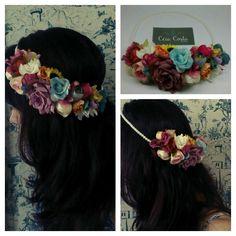 Grinalda multi cores, flores diversas e fio em pérolas