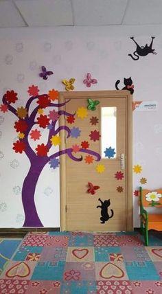 Trendy decor classroom door for spring Ideas Diy And Crafts, Crafts For Kids, Paper Crafts, Decoration Creche, School Doors, School Displays, Classroom Door, School Decorations, Art For Kids