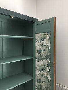 Armoire parisienne vintage rénovée. Bathroom Medicine Cabinet, Bookcase, Shelves, Vintage, Home Decor, Chart, Shelving, Homemade Home Decor, Book Shelves