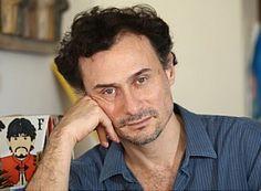 """Dirigido e encenado por Enrique Diaz, o espetáculo """"Monster"""" é apresentado no Teatro Alfredo Mesquita nos dias 4 e 5 de agosto, às 21h e 19h, com entrada Catraca Livre."""