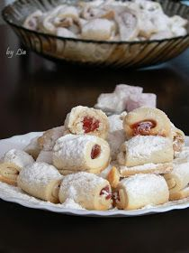 POVESTI CULINARE: Cornulete fragede cu rahat Romanian Desserts, Romanian Food, Healthy Cooking, Cooking Recipes, Good Food, Yummy Food, Sweet Cakes, Sweets Recipes, Food And Drink
