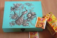 romantische-Teebeutelbox-Pfau-in-Blumen  http://bastelzwerg.eu/edel-romantische-Teebeutelbox-Pfau-in-Blumen?source=2&refertype=1&referid=50