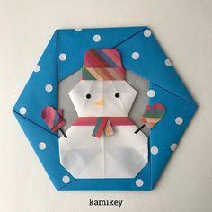"""個人的にはこの冬一番のお気に入り作品「ミトン」以前から試作していたけどなかなか手袋の形にならなくてけっこう遠回りして、やっとこの形が出来たのでした。 でも動画では即興で作った「ニット帽」の方が人気みたい(*_*) ✳︎ 雪だるま、六角リース15㎝×15㎝ ニット帽 7.5㎝×7.5㎝ ミトン3㎝×3㎝ 作り方動画は、YouTubeチャンネル【創作折り紙 カミキィ】でご覧ください(プロフィールにリンクがあります) ✳︎ Designed by kamikey Tutorial on YouTube """"kamikey origami """" #origami #折り紙 #kamikey #カミキィ#クリスマス#雪だるま"""