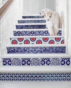 Escaleras originales, revestidas con cerámica.