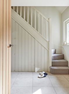 Under stairs storage Border Oak, Modern Cottage, Space Place, Stair Storage, Under Stairs, Entrance Hall, Sweet Home, Staircases, Case Study