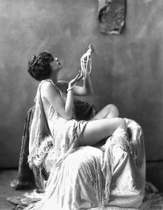 Billie Dove 1920's>> SO beautiful!! The lighting and how smooth her skin is