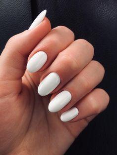 Short Rounded Acrylic Nails, Short Oval Nails, Simple Acrylic Nails, Squoval Acrylic Nails, White Oval Nails, White Short Nails, Oval Nail Art, Matte White Nails, White Almond Nails